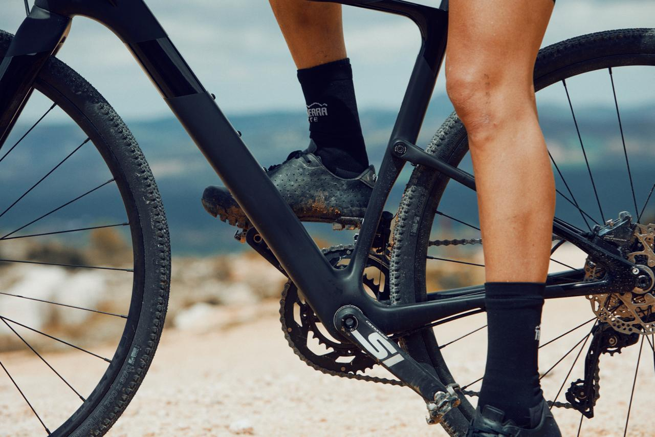 Cannondale's Topstone Carbon features a single pivot in the seat tube