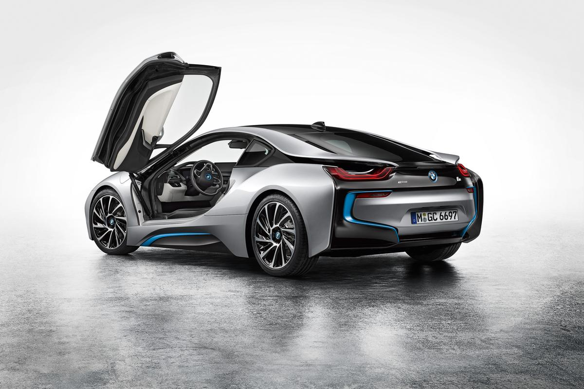The BMW i8 - a high-performance, high-efficiency stepping stone between the oil age and the electric era