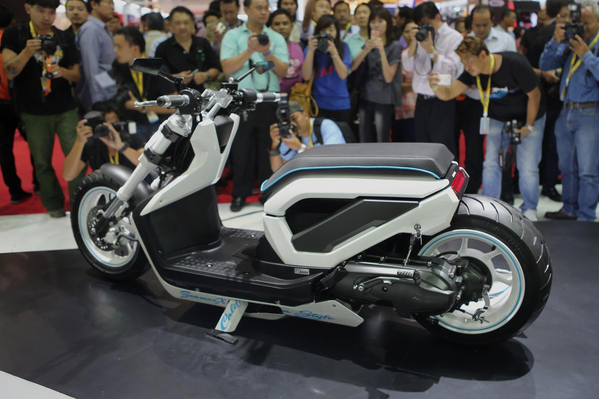 "The Zoomer X California Style is designed by Honda's R&D in Thailand to ""combine the Californian culture and the hiphop style"""