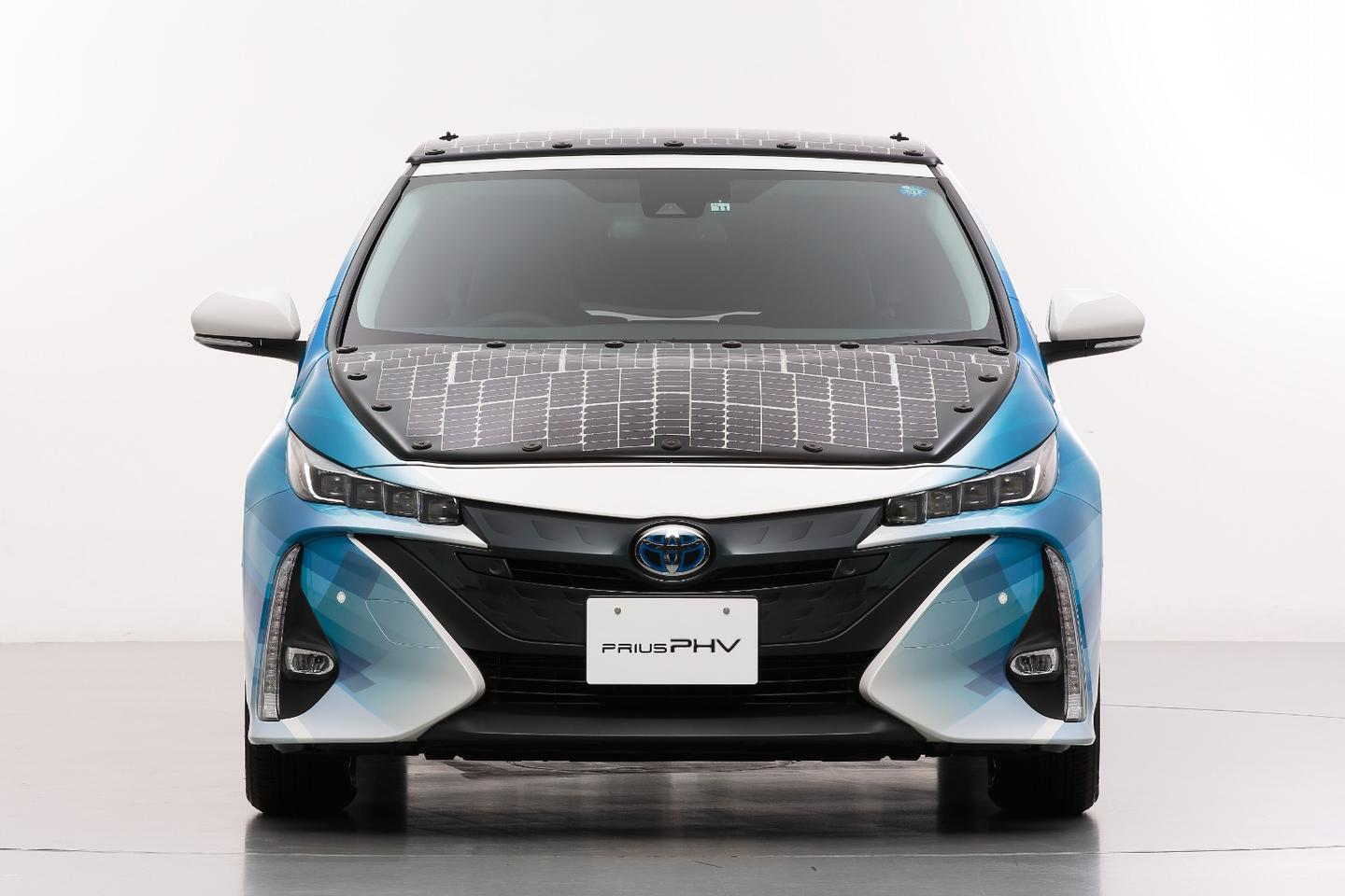 Unlike the previous solar panels to adorn its the Prius plug-inhybrid, the new array will be capable of charging the vehicle while it is on the move