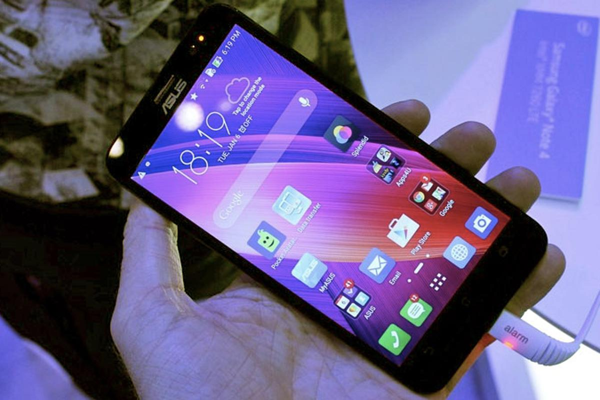 The ZenFone 2 looks like it's among the best smartphone values announced at CES 2015 (Photo: Eric Mack/Gizmag.com)