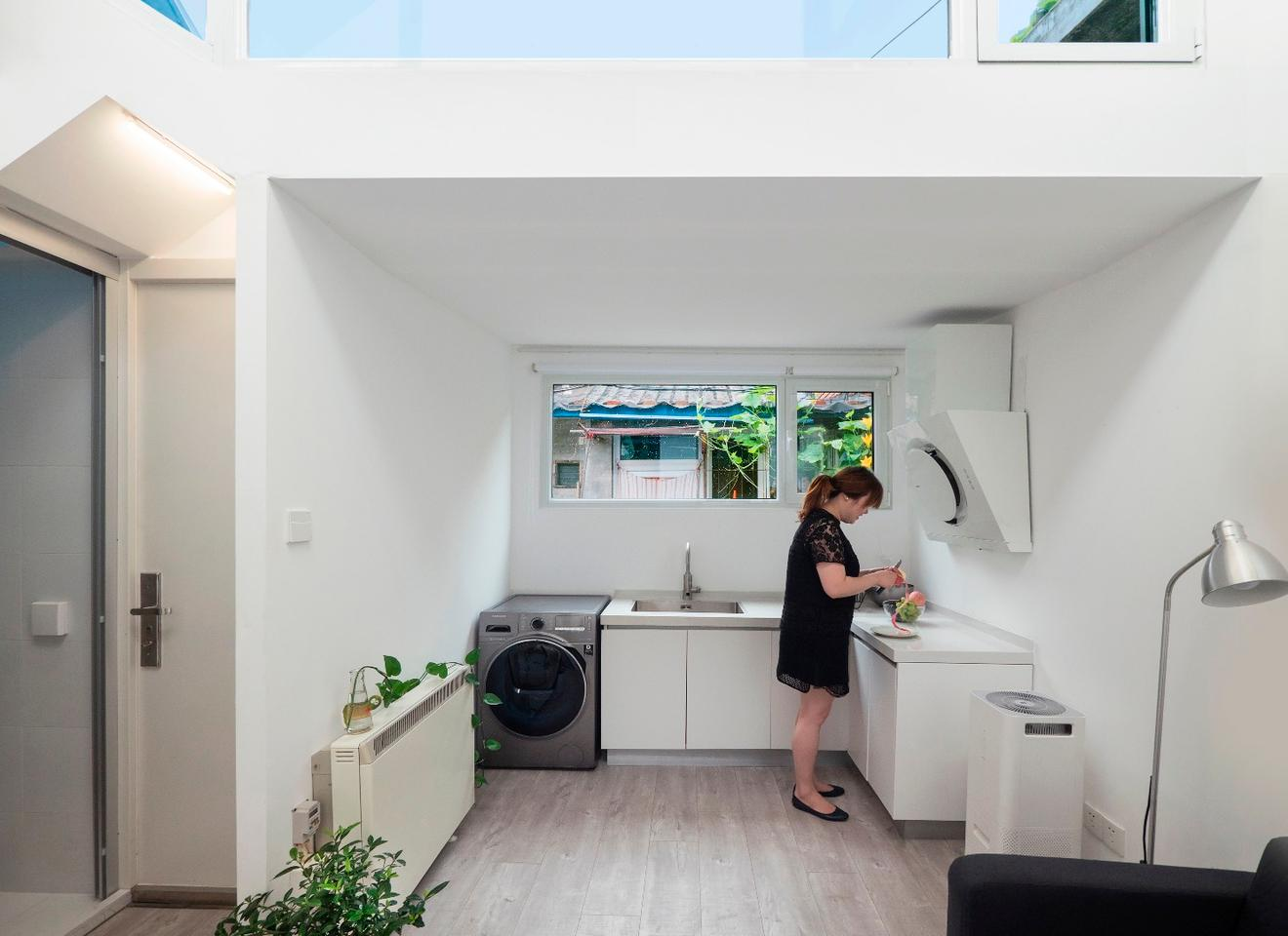 We often associate PAO with off-the-wall concepts like the ventilation shaft housing and tricycle RV, but it also has a more practical side, as shown byMrs. Fan's Plugin House