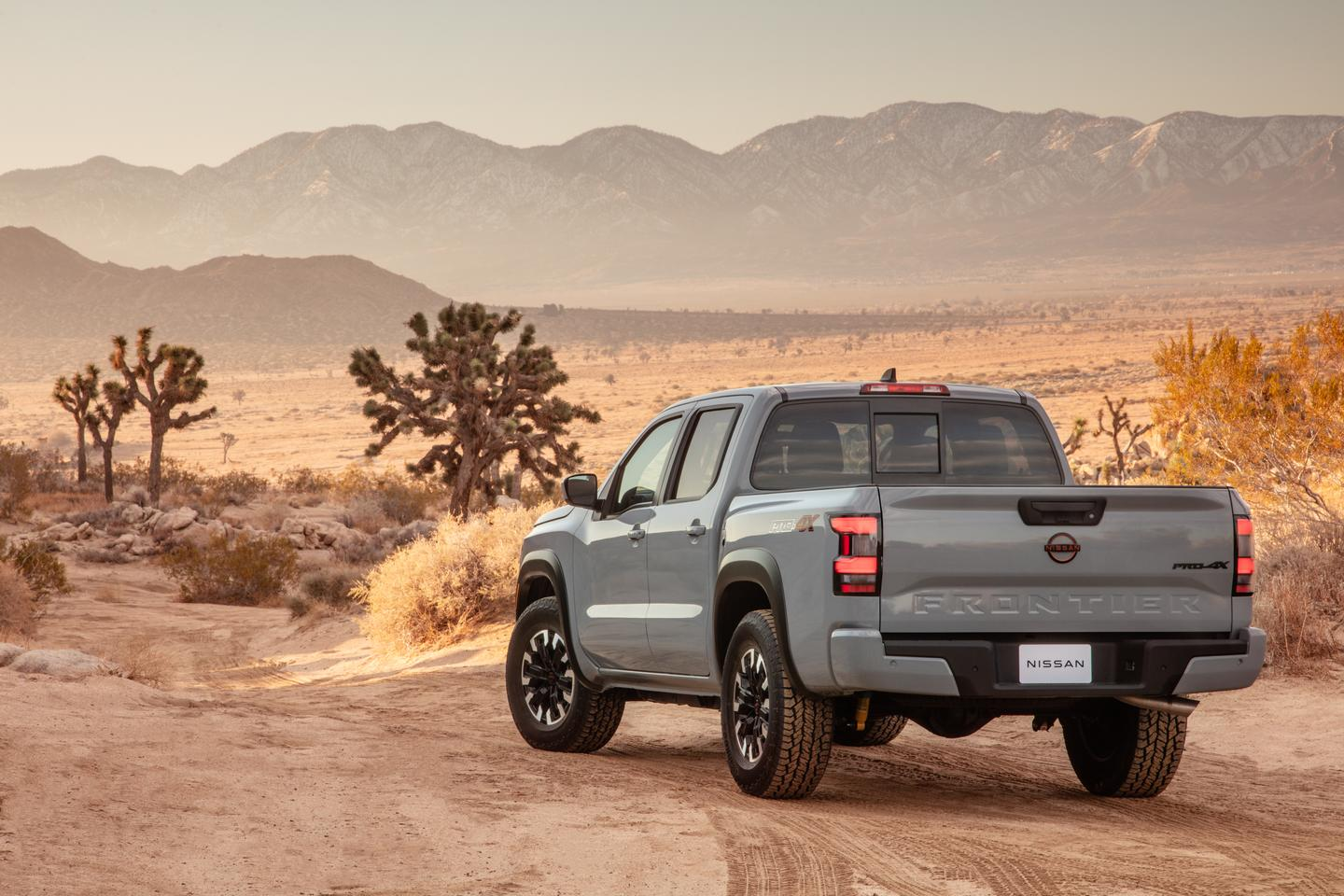 For the first time in the Frontier's history, it now includes a damped tailgate