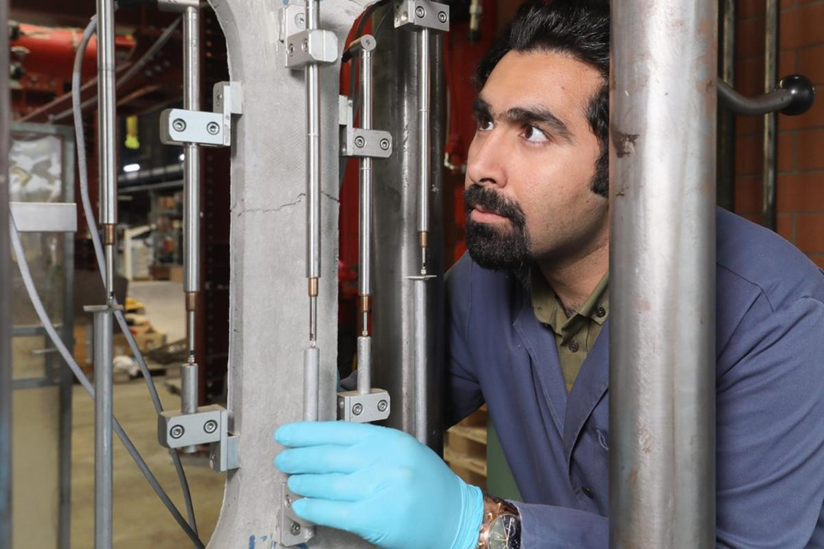 Amir Hajiesmaeili tests the new material to the breaking point