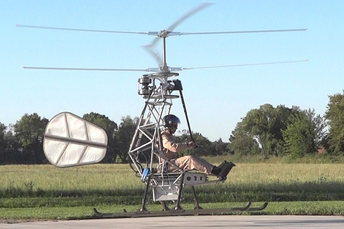 Pascal Chretien's prototype electric helicopter takes flight