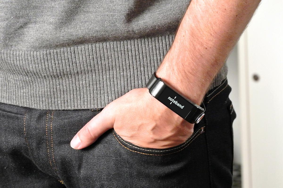The Uno Noteband is the first wearable to make use of Spritz speed reading technology