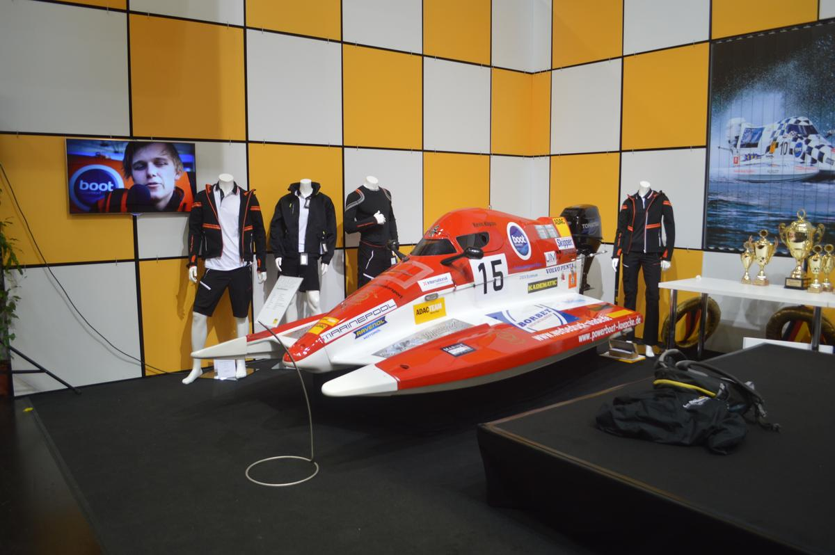 The Powerboat Team Koepcke has a top speed of 110 km/h (68 mph)