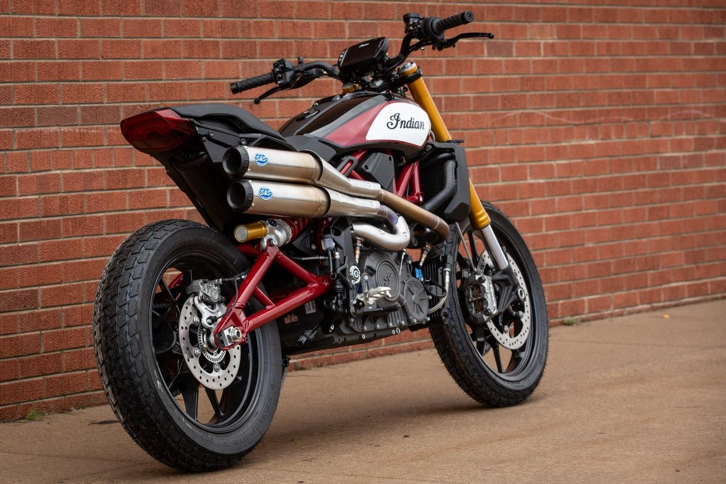 S&S made the exhausts for the concept Custom, now there's a prototype for the streetbike - and they look great.