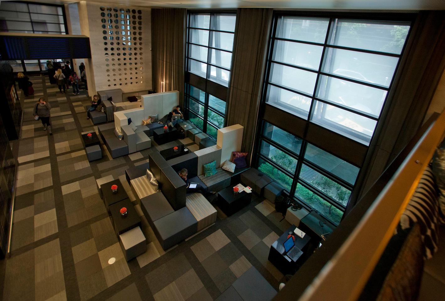 View Dynamic Glass at W Hotel, San Francisco