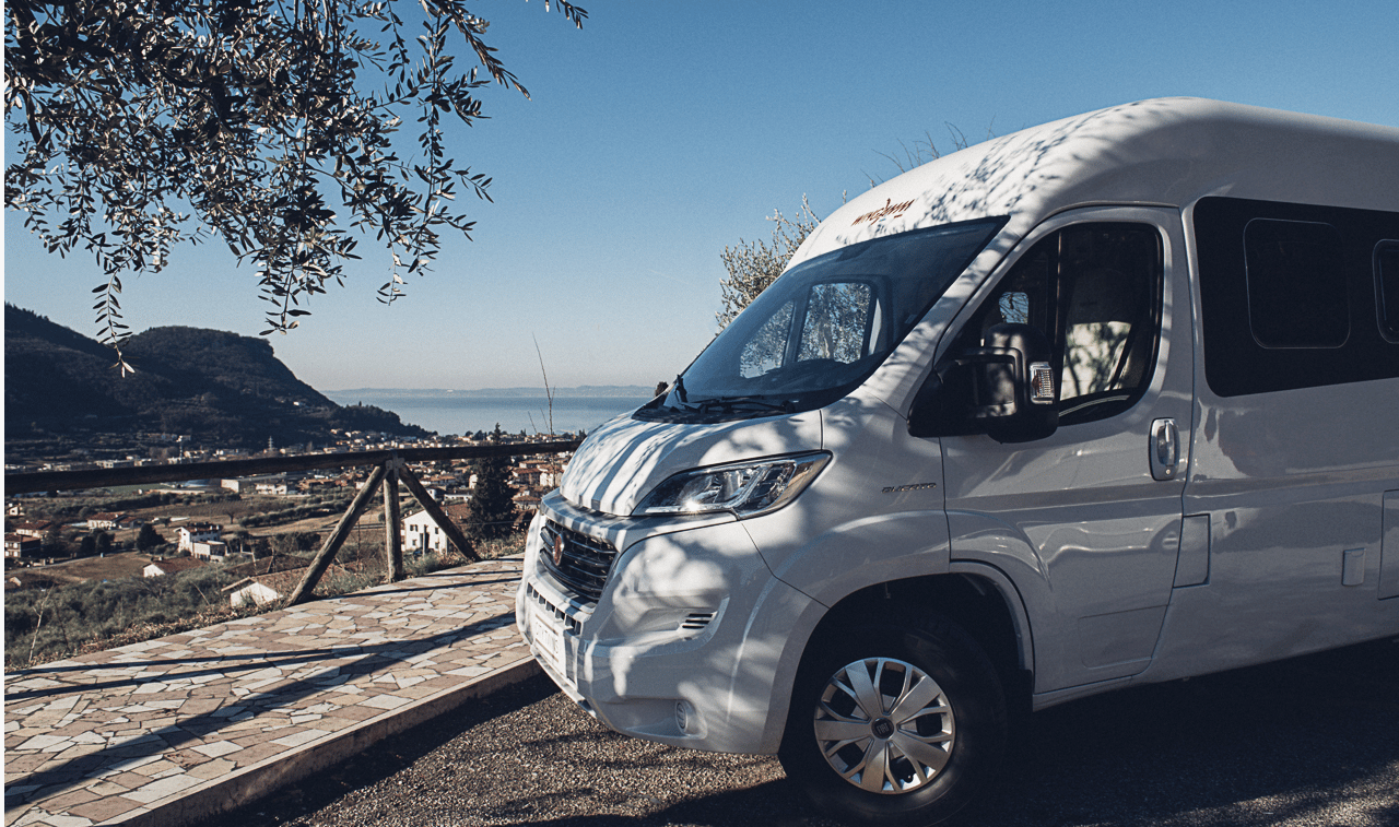 That looks much like the face of the Fiat Ducato, but look closely at the hairline and you can see some differences between the standard Ducato roofs and Wingamm's fiberglass monocoque roof, besides just the Wingamm badge