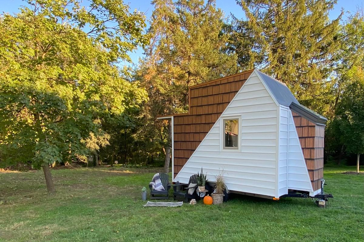 The Mountain's tiny structure sits on a 13 x 8-ft (3.95 x 2.4-m) trailer base