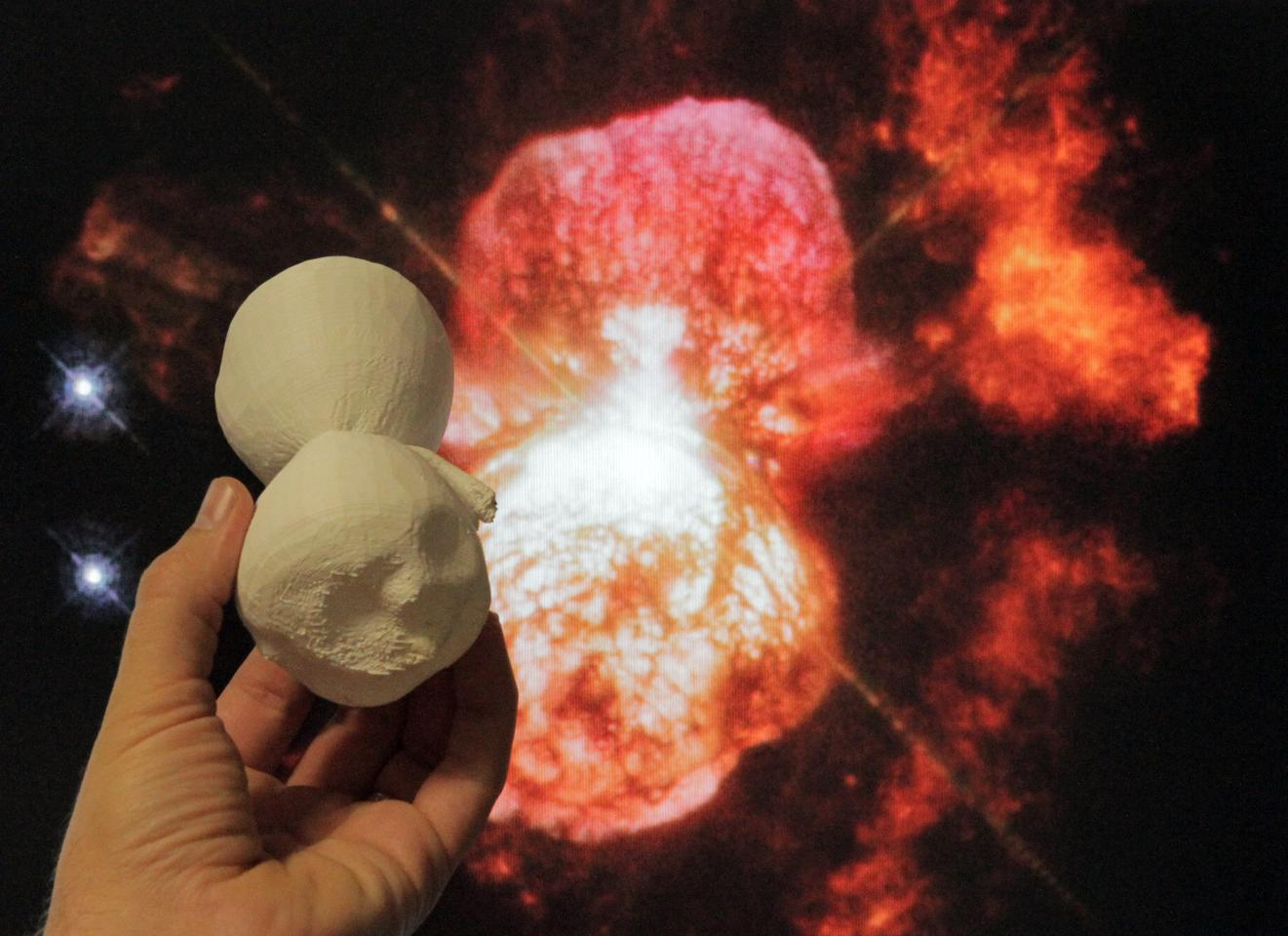 The 3D-printed model of the Homunculus Nebula is compared to a Hubble image of the object. (Image: NASA Goddard (inset: NASA, ESA, Hubble SM4 ERO Team)