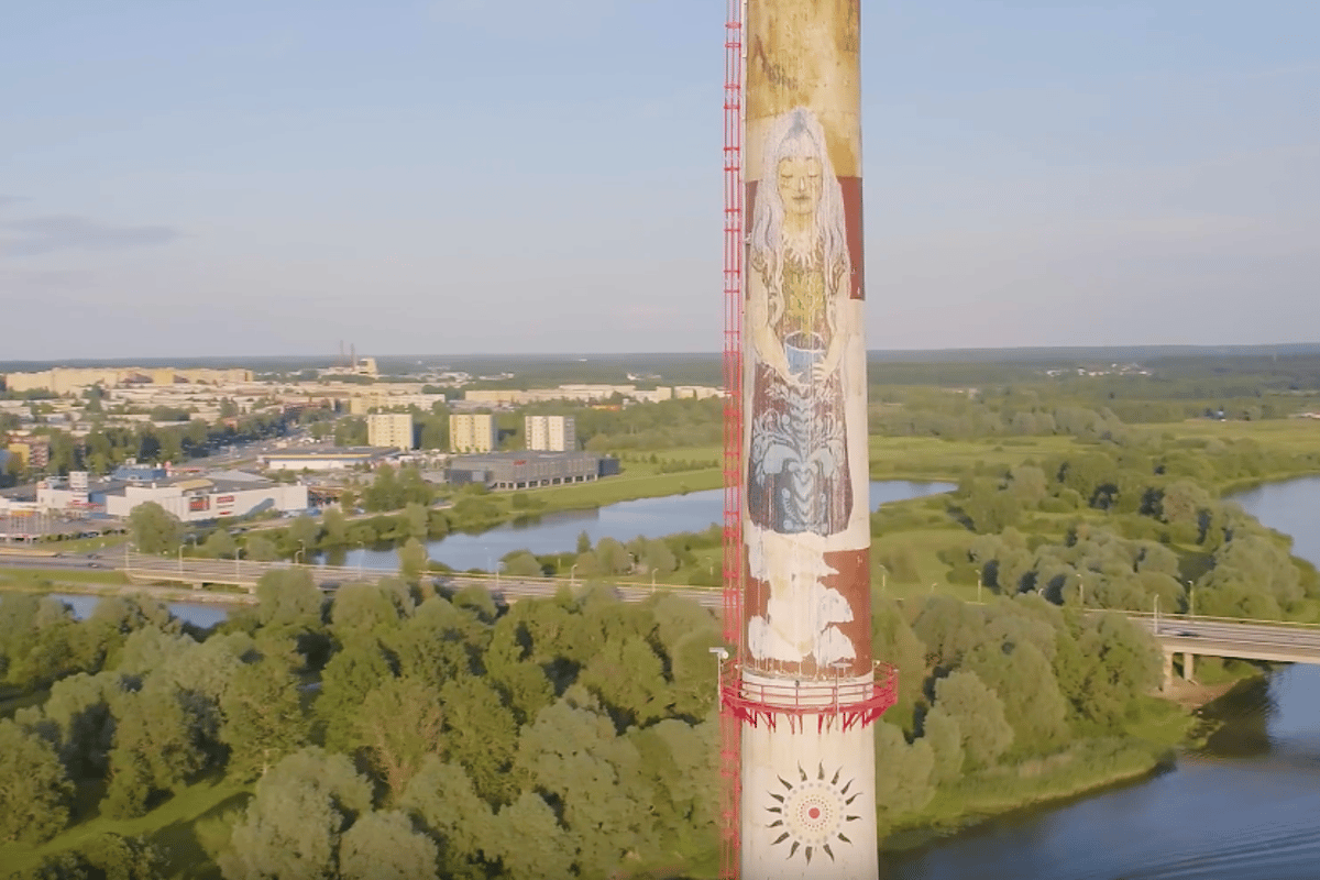 The next generation ofSprayPrinter is designed topaint giant murals on hard-to-reachsurfaces