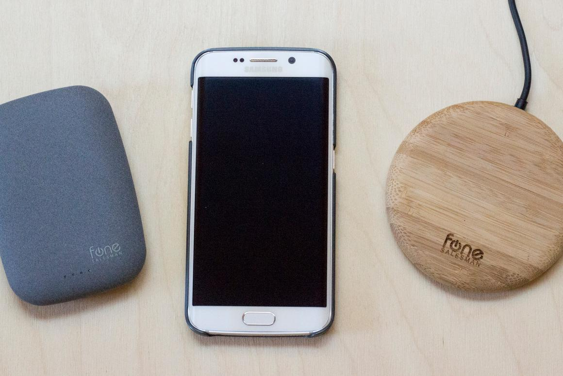 Gizmag takes a quick look at Fonesalesman's Qistone+ Wireless Power Bank (left) and WoodPuck wireless charging pads (Photo: Will Shanklin/Gizmag.com)