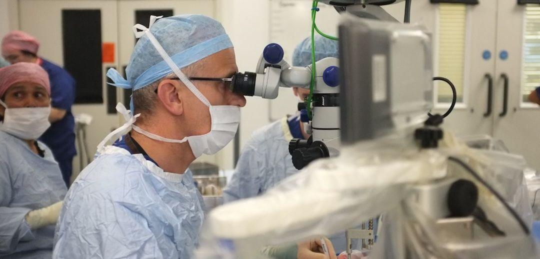 Surgeons at Oxford have successfully used a robot to perform a delicate operation inside the eye