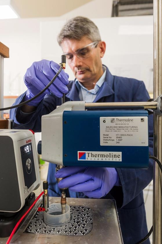 The new system uses a metallic membrane to separate hydrogen and ammmonia