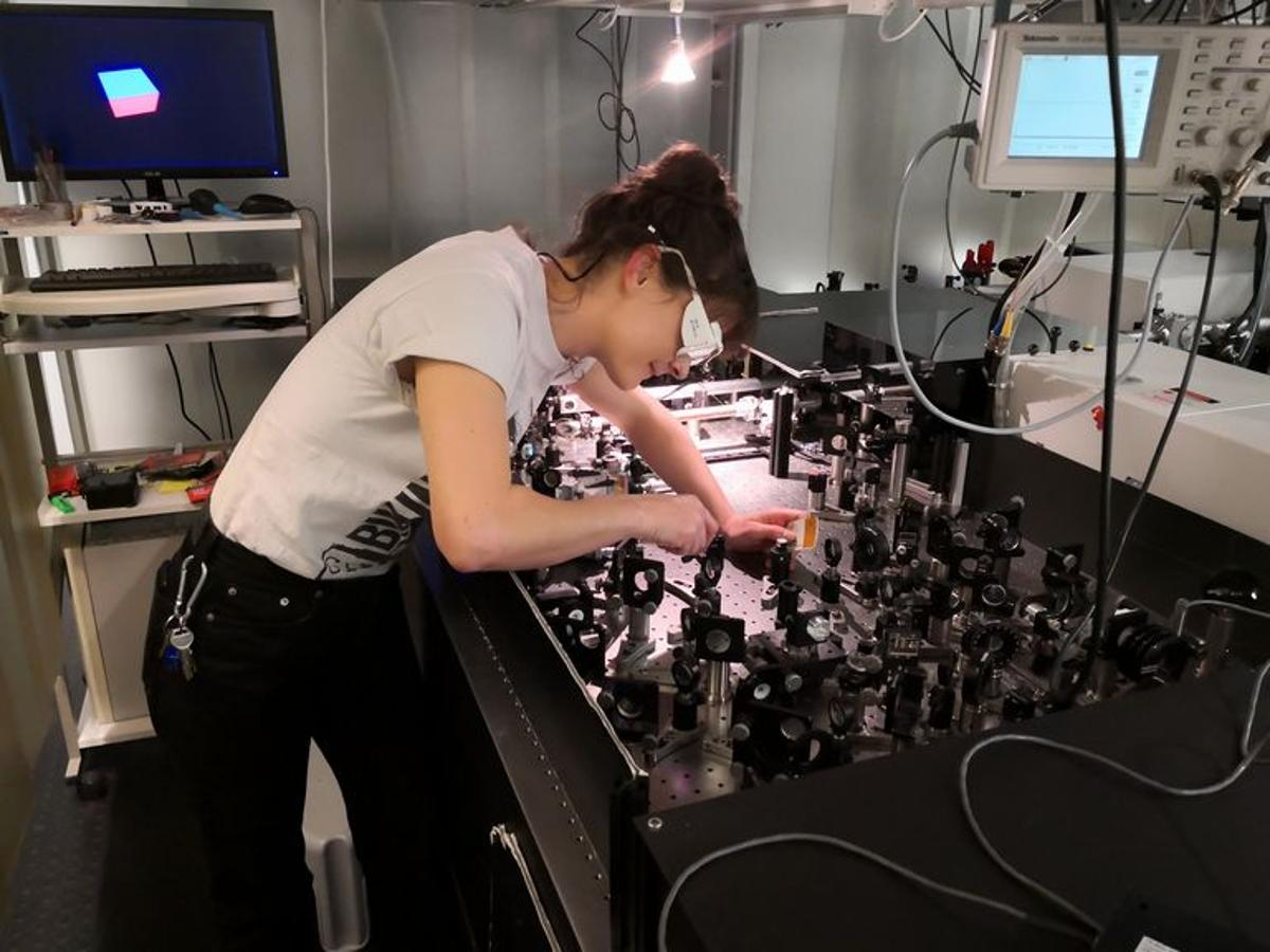 Research author Claudia Gollner working in the lab at TU Wien's photonics institute