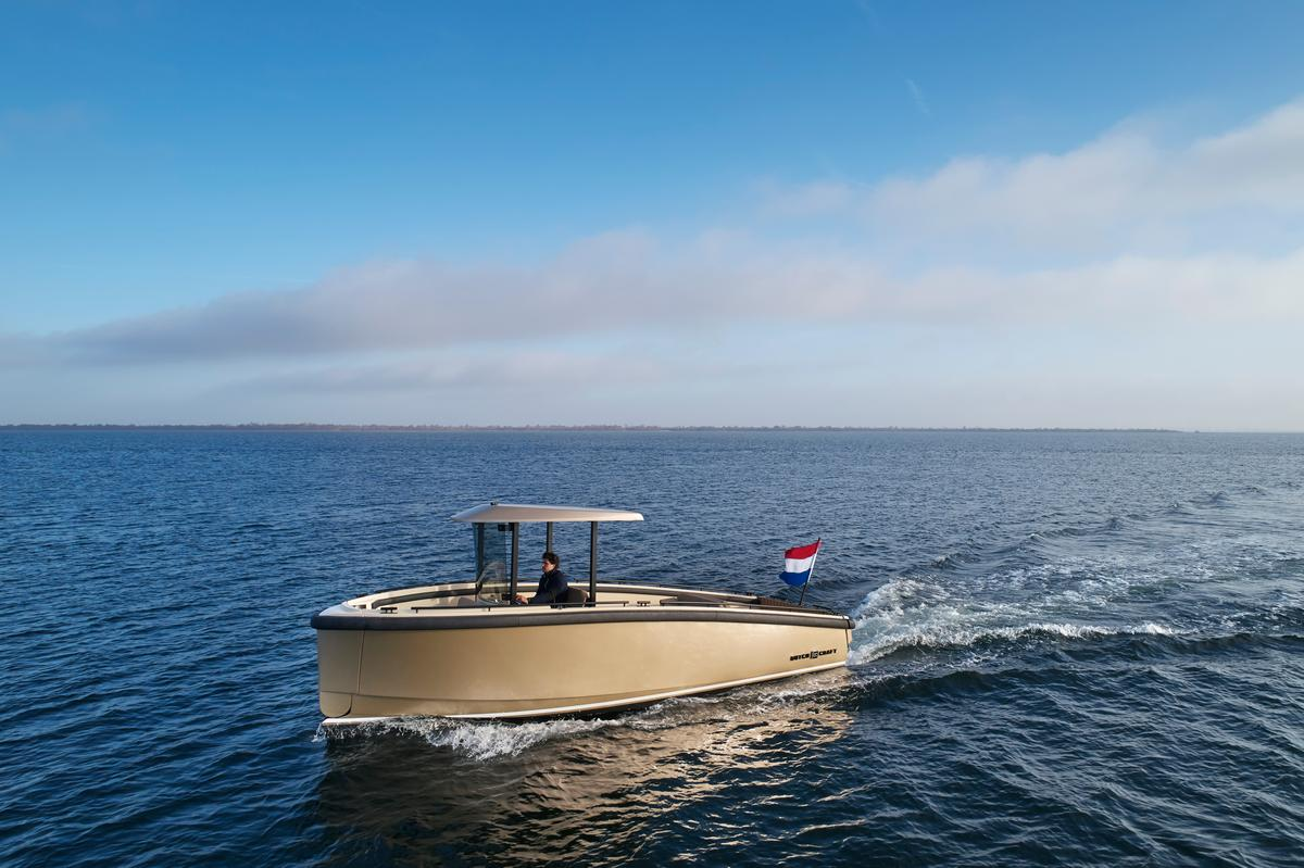 The DutchCraft DC25 combines swooping lines with a modular, multifunctional deck