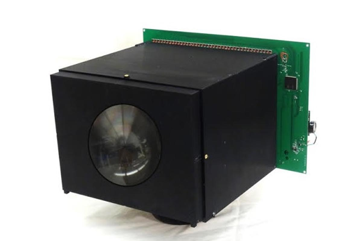 Housed in a 3D-printed body, the prototype device is of low resolution at present, but the team anticipates that further work will increase the number of pixels contained in the array, while simultaneously reducing the image sensor down to microchip levels (Photo: Columbia Engineering)
