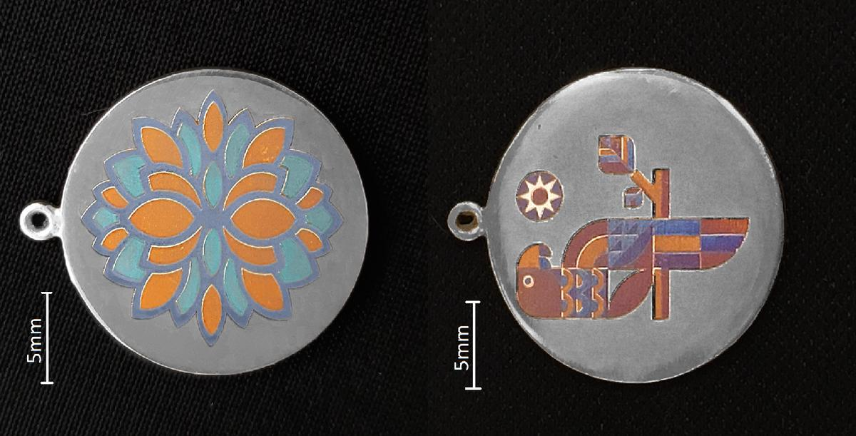 The teamprinted color graphics on silver, using the nanoparticle process