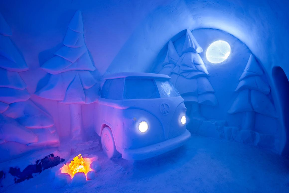 Spruce Woods, byJennie O'Keefe andChristopher Pancoe, depicts a classicVWmicrobus, and is one of the amazing handmade sculptures at this year's Icehotel