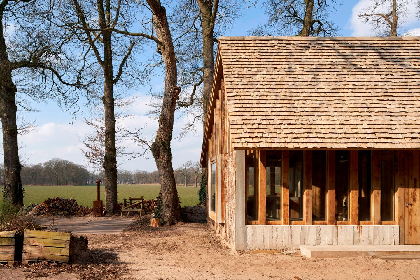Deteriorating, century-old oak trees destined for the scrapheap have beenworked into a lovely barn in the Netherlands