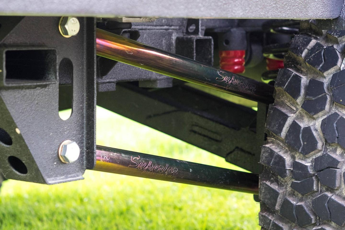 Terra Trek cushions the TTEwith a long-travelindependent suspension