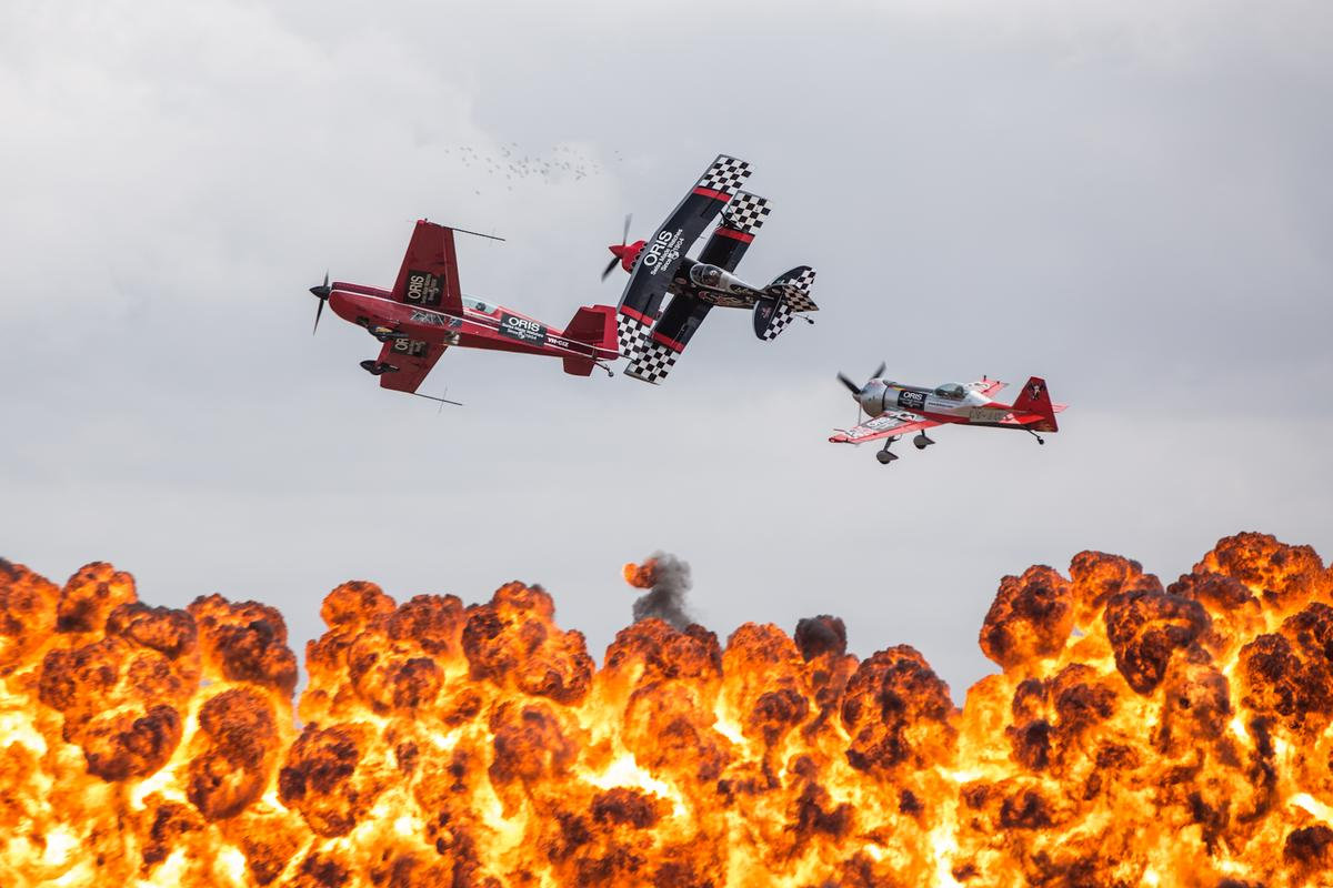 Aerobatic fireworks – the Oris Immortals strut their stuff at the Australian International Airshow (Photo: Noel McKeegan/Gizmag.com)