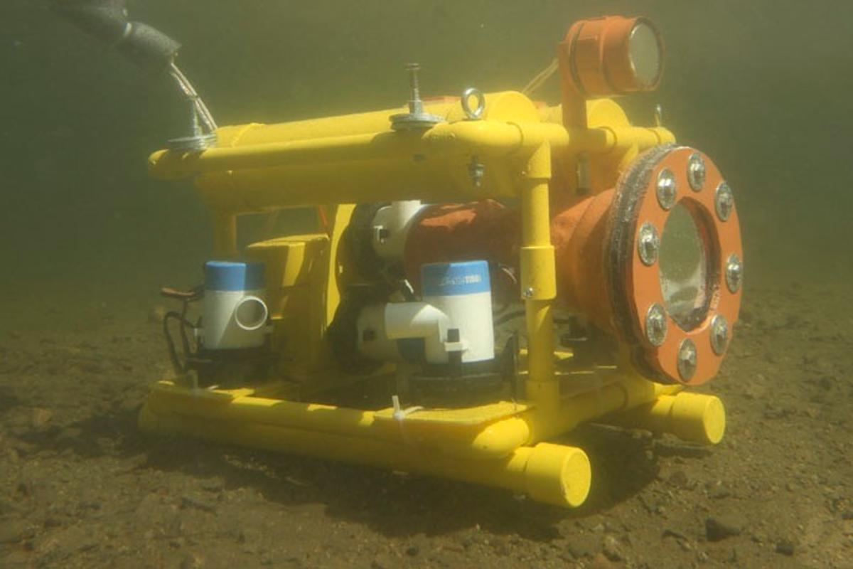 """Build Your Own Underwater Robot"" teaches children - and adults - how to build the SeaPerch and SeaFox submersibles (Photo: Leonard Whistler)"