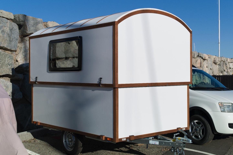 Telescoping wooden caravan raises the roof on small living