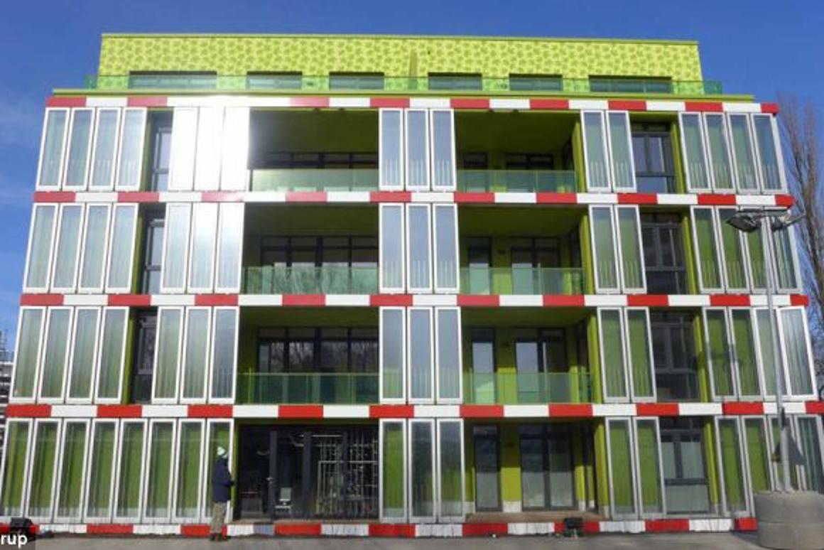 Splitterwerk Architects and engineering firm ARUP have unveiled the worlds first algae powered building at the International Building Exhibition hosted in Hamburg (Photo: Arup)