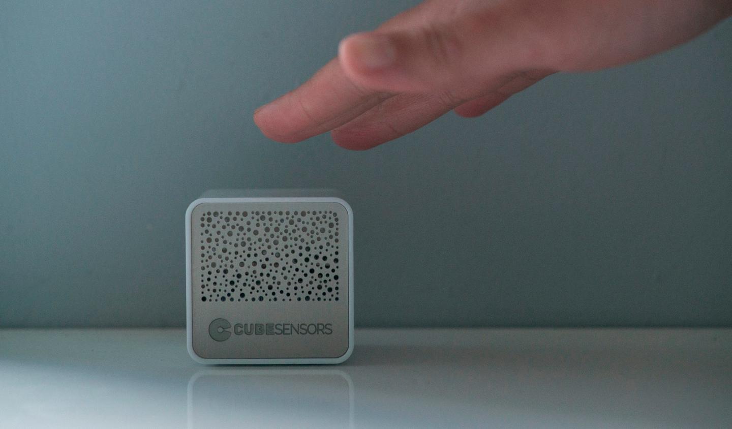 The CubeSensors can give instant feedback about your environment with a simple tap or shake