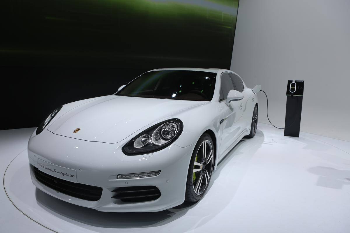Porsche unveils the new Panamera S E-Hybrid (Photo: Gizmag)