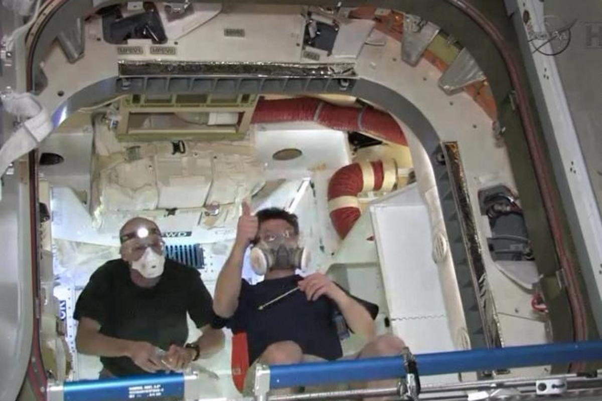 ISS astronauts aboard the Dragon spacecraft, last Saturday morning (Photo: NASA)