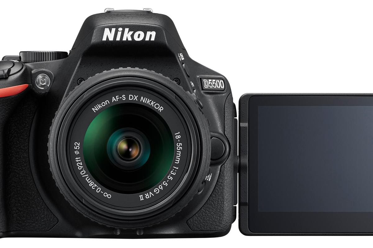 The Nikon D5500 has a 3.2-inch vari-angle LCD touchscreen with 1,037k dots