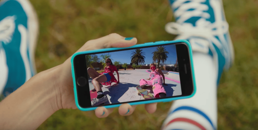 The videos are shared with the Snapchat app over Wi-Fi and Bluetooth