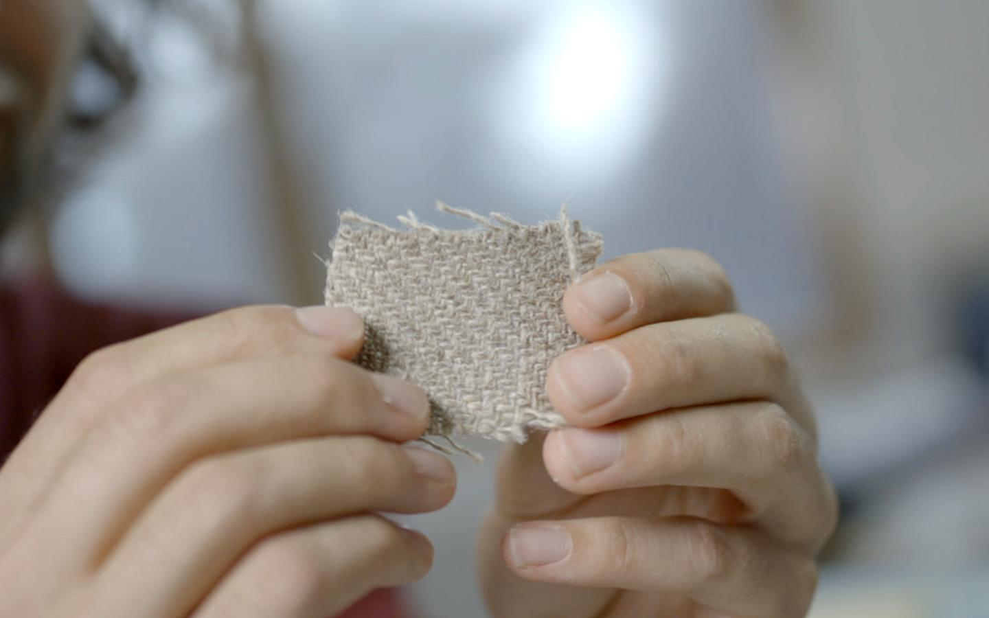 The board's shell is made of woven flax fibers impregnated with a completely bio-based polymer