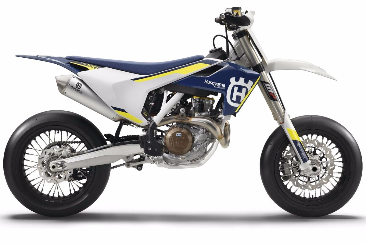 With an output of 63 hp (47 kW) the 2016 FS 450 is the most powerful 450 cc Husqvarna supermoto we've seen so far