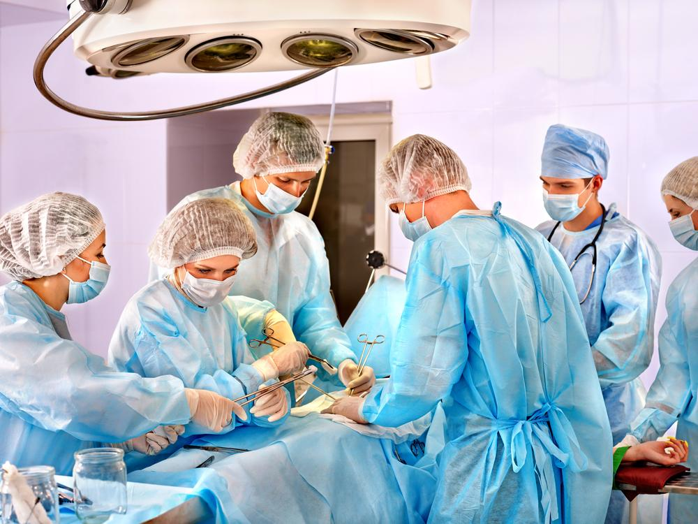 A nanoparticle-based surgical adhesive might soon take the place of sutures, staples or polymer adhesives (Photo: Shutterstock)
