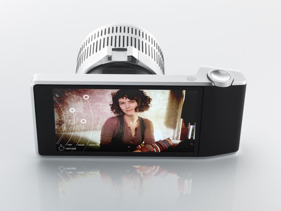 The Camera Futura concept comprises a touchscreen display, an outer frame and interchangeable lenses