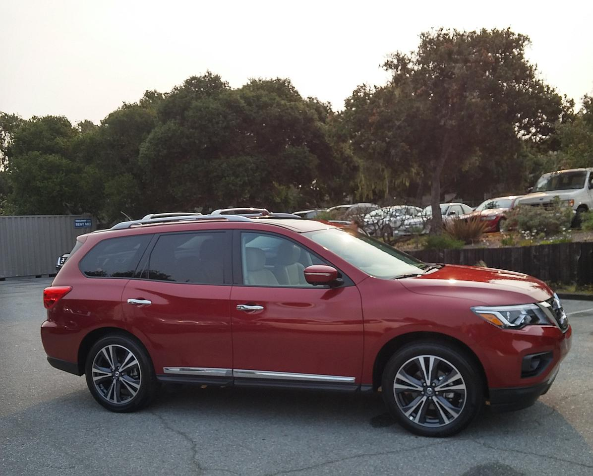 Most of the changes to the 2017 Pathfinder'sexterior are to the front fascia, hood, wheels, and rear fascia