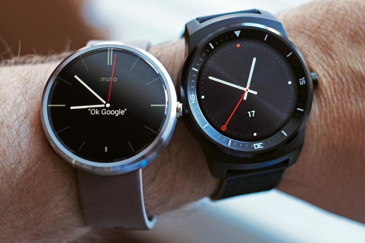 Gizmag takes a hands-on look at the Moto 360 (left) and LG G Watch R smartwatches (Photo: Will Shanklin/Gizmag.com)