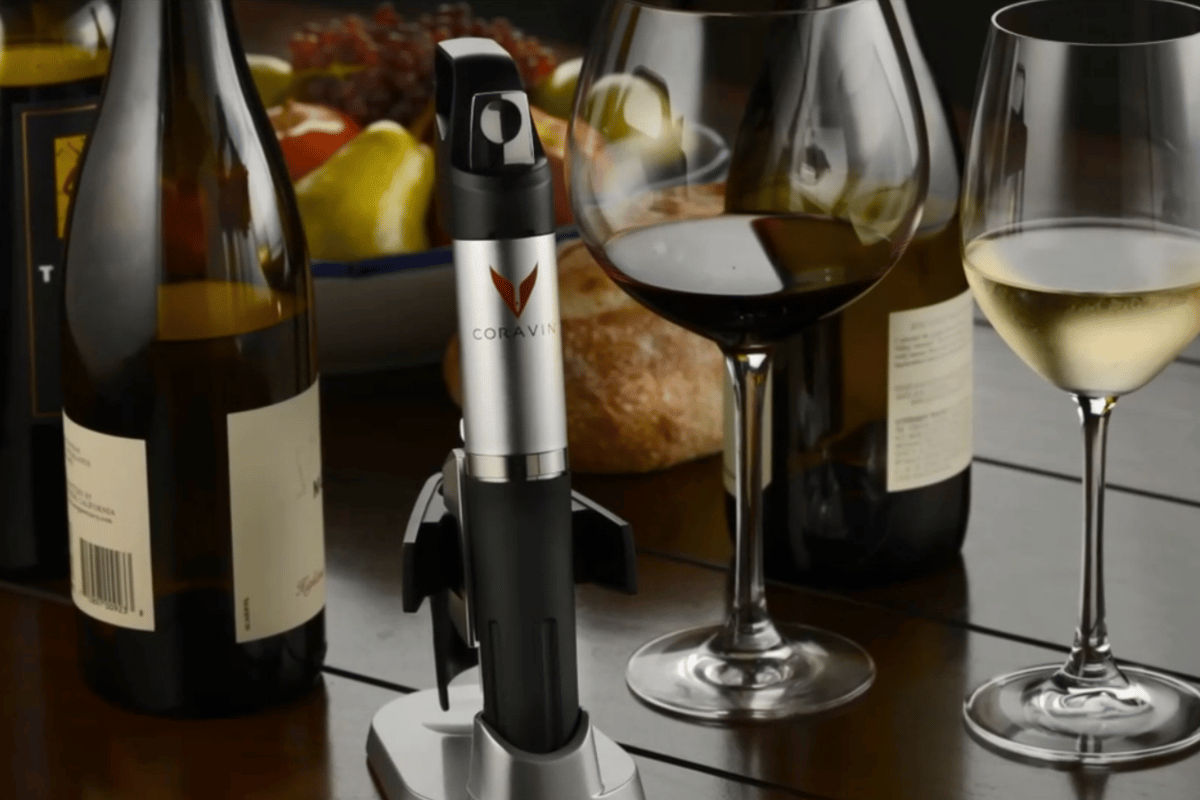The Coarvin 1000 allows you to pour a glass of wine without removing the cork