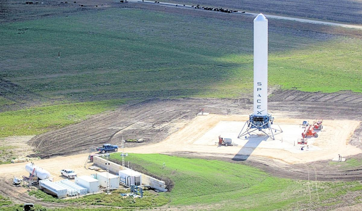 SpaceX Grasshopper v1.0 on its Texan launch site (Photo: SpaceX)
