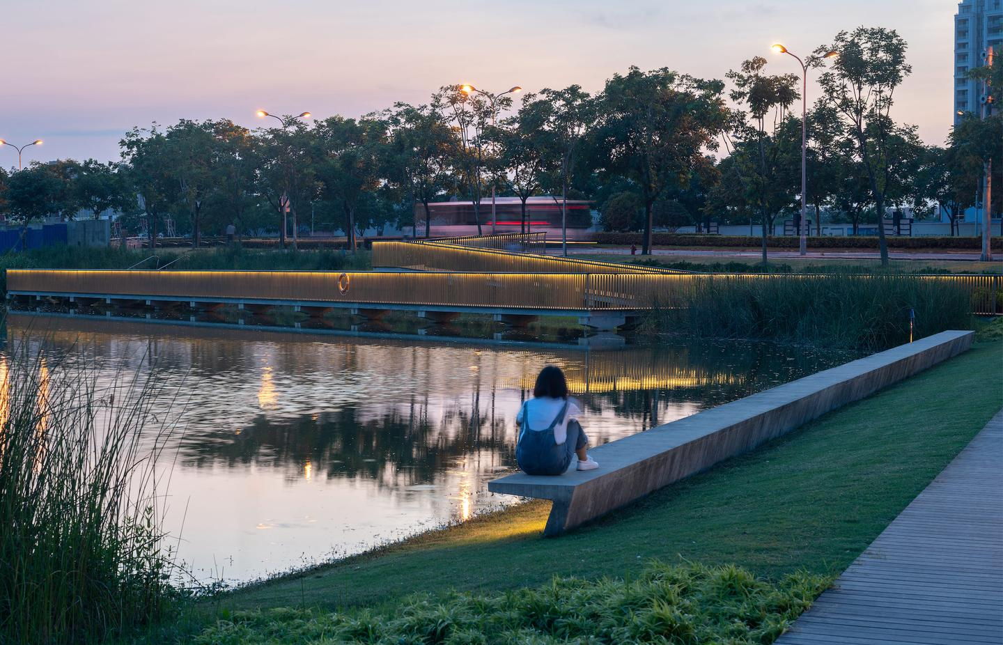 """""""The entire park is universally accessible, providing equal opportunities to people at a full range of ability levels,"""" says Sasaki. """"It has become a year-round outdoor lifestyle destination for nearby residents, office workers, and school students"""""""