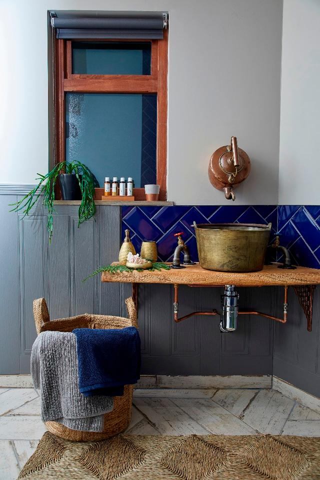 Bathroom inside The Treehouse at Ravendere Retreats