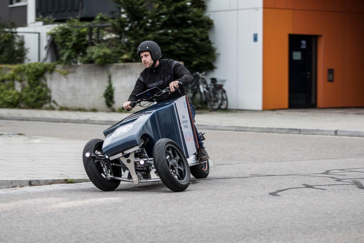 The Lastkraftflitzer has a top speed of 45 km/h (28 mph)