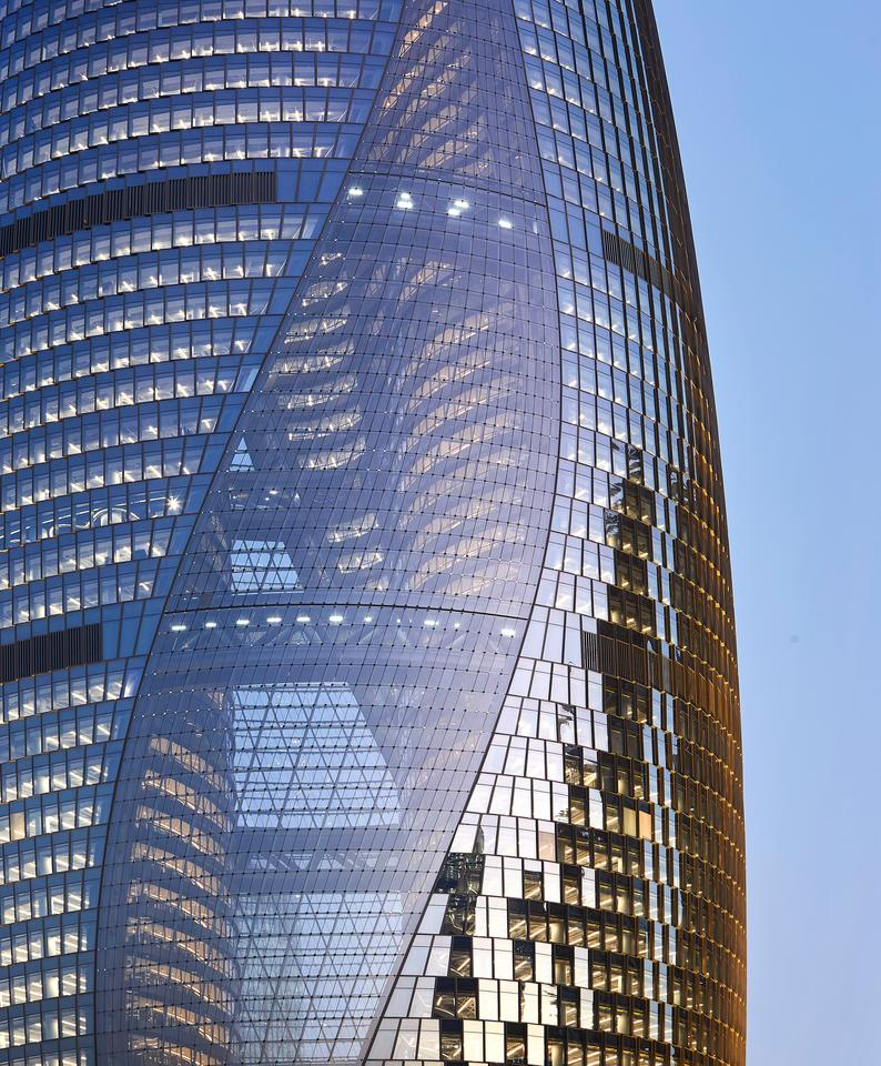 Leeza Soho's interior consists of 172,800 sq m (about 1.8 million sq ft) of office space, spread over 45 floors