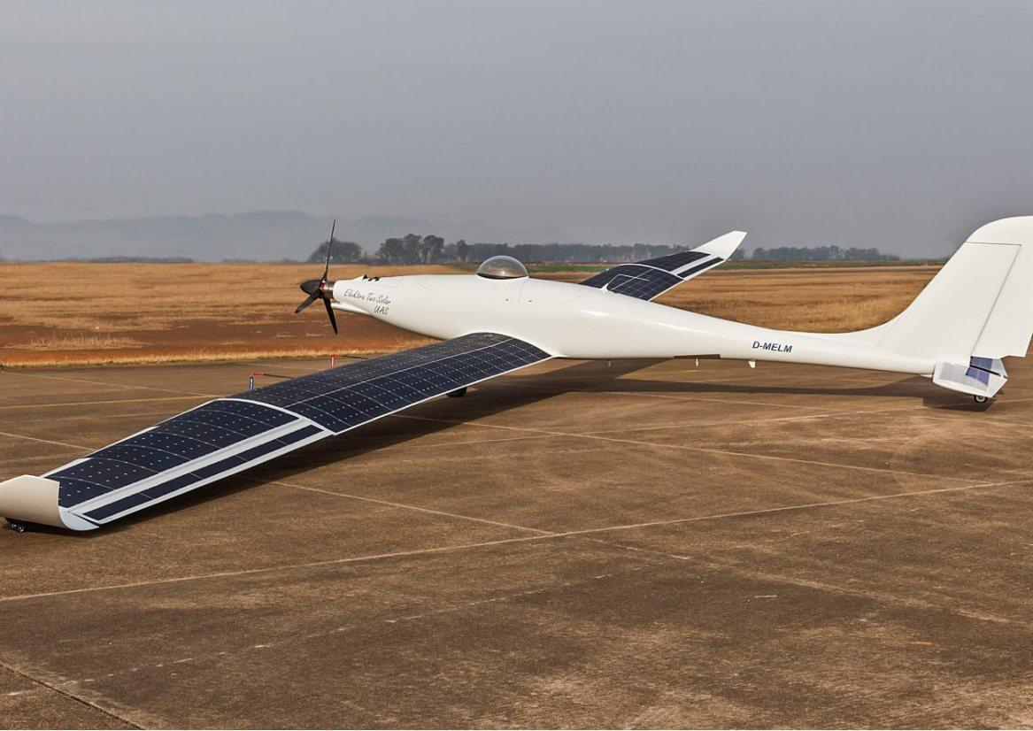 Elektra has installed 22.5 m2 (242 ft2) of photovoltaic cells on the wings and tail