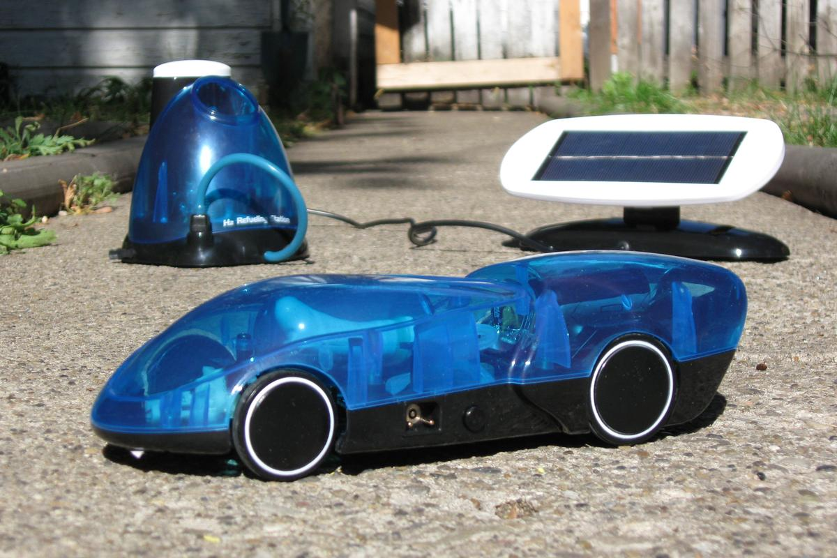 Gizmag tries out Horizon Fuel Cell Technologies' i-H2GO hydrogen-powered car